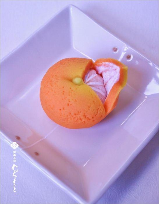 和菓子 (wagashi) titled みかん (mikan), a tangerine.