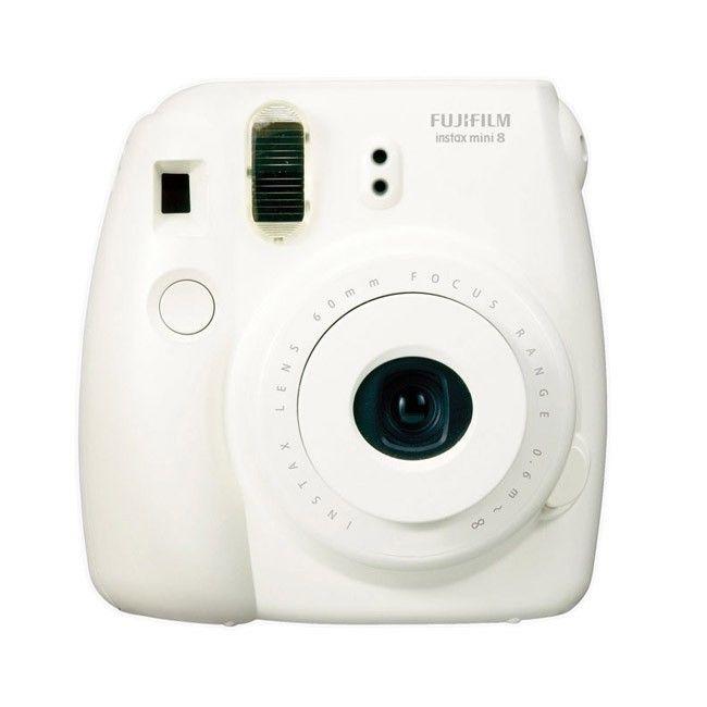 """Fuji Instax Mini 8 -polaroidkamera, valkoinen. Retromeininkiä. Paula Vesalan Vain Elämää -jaksosta tuttu """"polaroidkamera"""""""