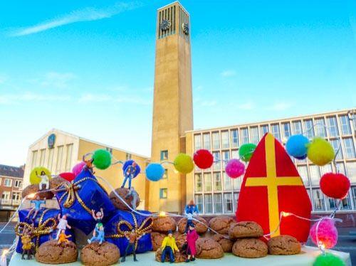 """Stephen Cassidy - Kleine Wereld - Sint Nicolaas komt van ver naar IJmuiden - Sjaak en Yvonne zetten vroeger ook hun schoen. Sjaak: """"Met zo'n winterpeen erin voor het paard."""" Yvonne: """"Ja! En nu ik erover denk; we aten àltijd hutspot de volgende dag."""" #Sinterklaas"""