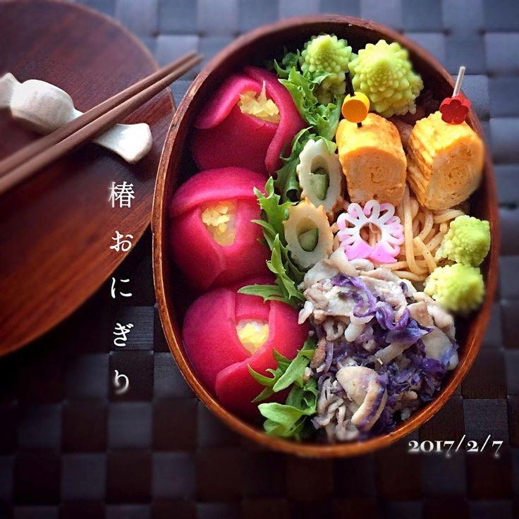 さえちゃんさんの椿おにぎり弁当 #snapdish #foodstagram #instafood #food #homemade #cooking #japanesefood #japanesebento #bento #wappa #lunch #料理 #手料理 #ごはん #テーブルコーディネート #器 #お洒落 #ていねいな暮らし #暮らし #ランチ #お弁当 #おべんとう #手作り弁当 #わっぱ弁当 #わっぱ #椿 #椿手毬 #フラワー手毬寿司 #椿おにぎり #手毬寿司 https://snapdish.co/d/qCLmva