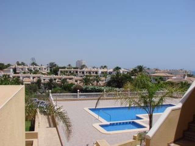 calle ancla. con jardin privado y otro con piscina comunitaria , a partir del 1 de septiembre .690792410