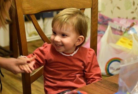 Un zambet de copil ii face ochii luminosi iar rasul este plin de pofta. Un copil care rade chiar se bucura de asta si puritatea rasului sau se vede... aude.