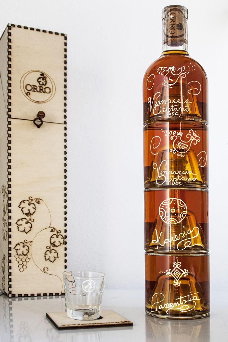 Vernaccia di Oristano, un vino con più di 3000 anni di tradizione.  La nostra Bottiglia impilabile racchiude in un unica bottiglia 4 tipi di vernaccia, una più buona dell'altra.