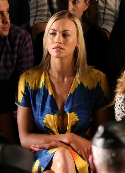 Yvonne Strahovski Photos Photos - Yvonne Strahovski attends the Naeem Khan fashion show during Mercedes-Benz Fashion Week Spring 2015 at The Theatre at Lincoln Center on September 9, 2014 in New York City. - Naeem Khan - Front Row - Mercedes-Benz Fashion Week Spring 2015
