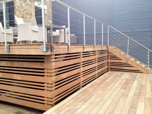 Construire un escalier pour ma terrasse sur poteaux