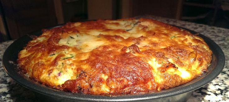 Genopvarmet pasta er en kedelig spise, men hvis du har en rest pasta til overs, kan du bruge den i en tærtebund.