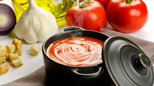 italská rajčatová polévka(cibule,česnek,bylinky,šlehačka,parmezán)
