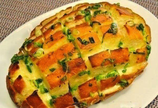 Луковый хлеб с сыром!Когда я впервые приготовила этот хлеб, то сама не ожидала такого результата и вкуса от абсолютно простых продуктов | Golbis