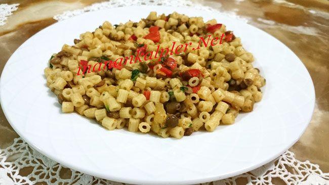 Vitaminler bakımından zengin olan yeşil mercimek yüksek oranda folik asit ve demir içermektedir.