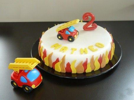 """Gâteau d'anniversaire """"Le jouet Camion de pompier"""""""