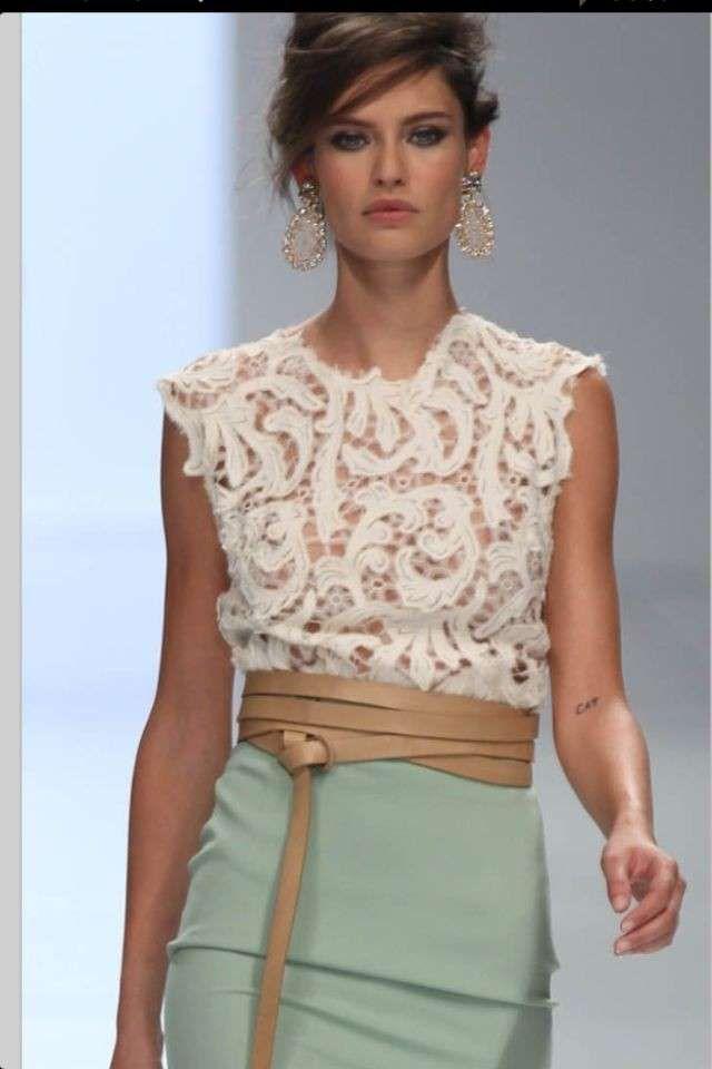 La falda de talle alto lleva años entre nosotras y su clase y elegancia nos ha conquistado. En EllaHoy vamos a ver cómo podemos redescubrir, rejuvenecer y adaptar esta prenda a las nuevas tendencias.