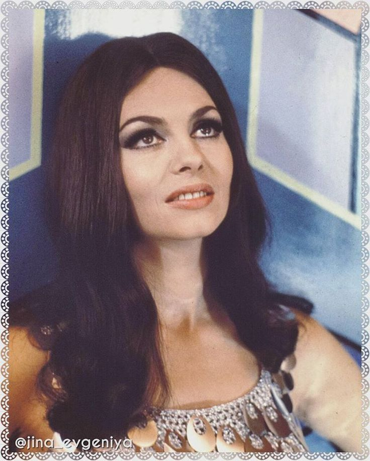 Мишель Мерсье в платье от Пако Рабана.   Delightful brunette! #michelemercier #pacorabanne #style #fashion #news #girl #star #vintage #retro #cinema #art #actress #nostalji #history #fashionblogger #france #movie #sexy #beautiful #awesome #amazing #instagood #photooftheday #мишельмерсье #актриса #кино #искусство #красавица #история #ностальгия
