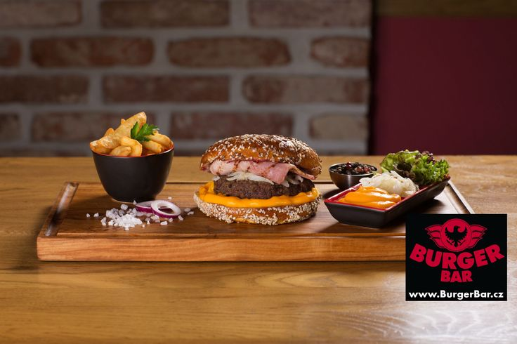 Brooklyn burger s domácí čedarovou omáčkou
