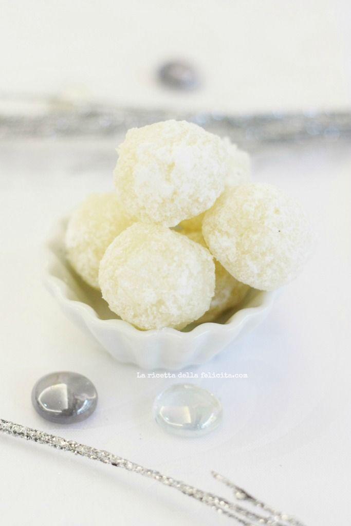 La ricetta della felicità: Coconut Snowballs: pasticcini al cocco facili e veloci per i regali dell'ultimo minuto!