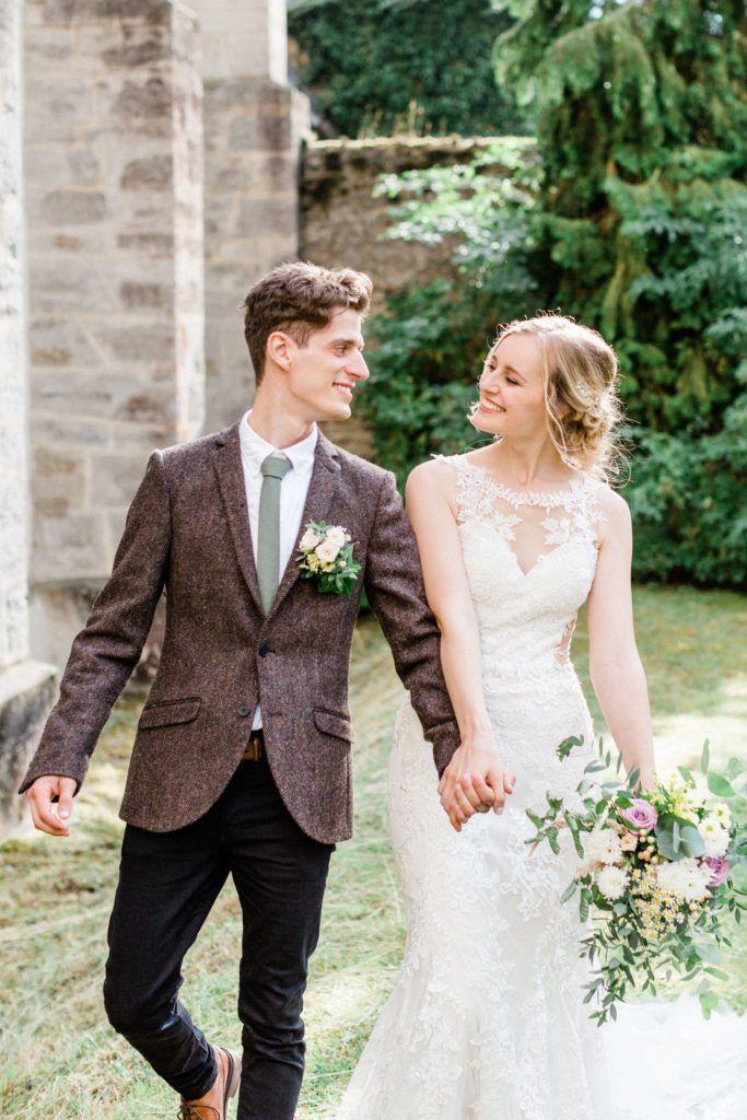 Internationale Hochzeit Klosterkirche Altenberg Hochzeitskleider Spitze Hochzeitsfotograf Hochzeitsfotografie