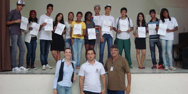 Alunos do Colégio Anésio de Almeida Leite apresentam trabalhos na semana de filosofia da UENP - http://projac.com.br/noticias-educacao/alunos-colegio-anesio-almeida-leite-apresentam-trabalhos-semana-filosofia-uenp.html