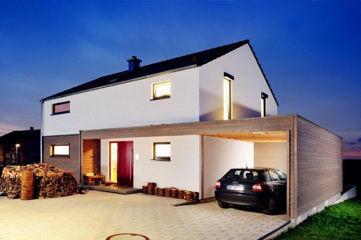 Einfamilienhaus mit doppelgarage satteldach  Die Funktion setzt in diesem Holzhaus den Maßstab ...