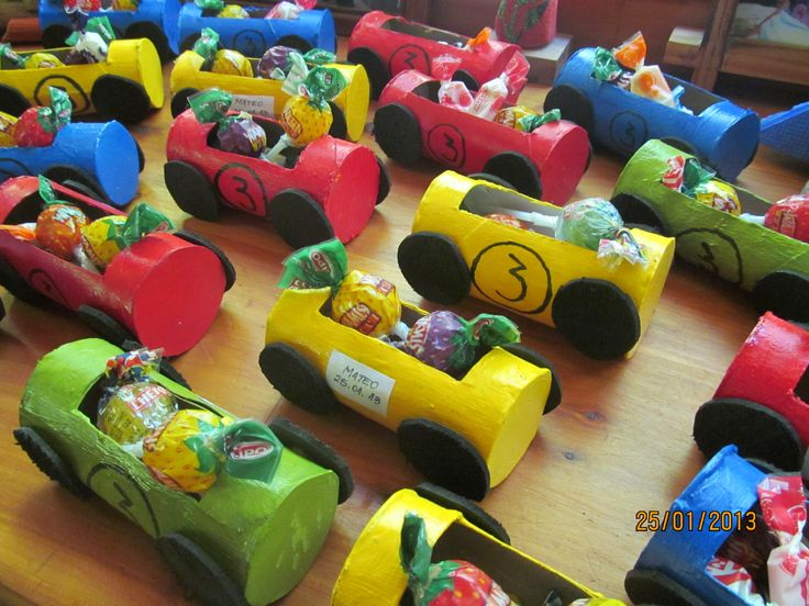 Autos con rollos de papel higiénico