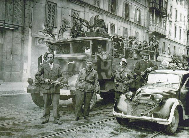 25 aprile 1945 Milano Pompieri partigiani