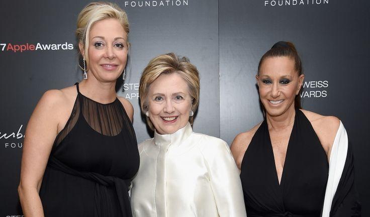 Nadja Swarovski, Hillary Clinton, & Sandy Gallin Honored by Donna Karan with Stephan Weiss Apple Awards - Daily Front Row https://fashionweekdaily.com/nadja-swarovski-hillary-clinton-sandy-gallin-honored-donna-karan-stephan-weiss-apple-awards/