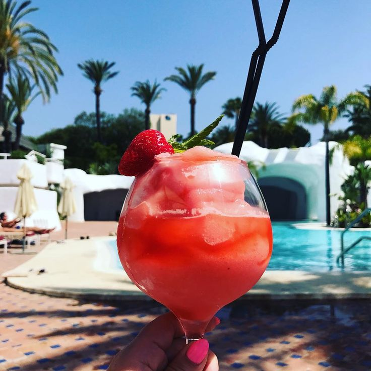 Cheers x Happy Bank Holiday Monday!! You just can't beat a Strawberry Daiquiri 🌈☀️🍓