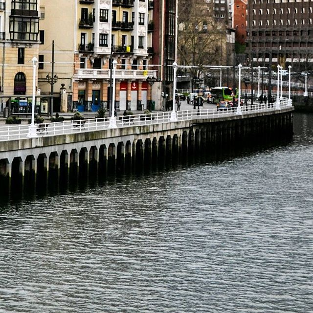Bilbao a primera vista (2/6) #NicoyMaruXeuropa #Bilbao #vizcaya #paisvasco #España #Europa #Spain #europe #backpackingeurope #backpackers #travelbloggers #travelling #traveler #travel #storytellers #iamtb #viajar #viajes #viajeros #mochileros #mochilerosarg #travelgram #instapic #instatravel #instaphoto