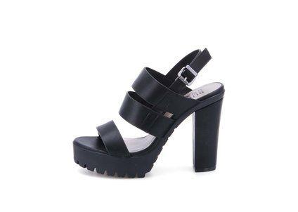 Černé páskové boty na podpatku Bullboxer