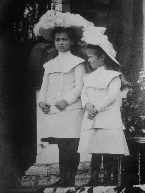 Maria And Anastasia Romanov