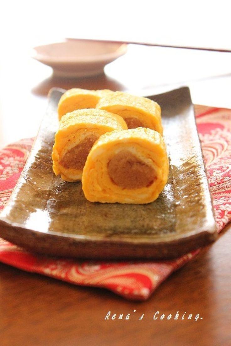 だしみつ辛子明太玉子焼き by レナ♪ / 濃い出汁と砂糖などの調味料を入れて作っただしみつ。いつもの玉子焼きに入れてふんわりふっくら。辛子明太子を巻けばお弁当のおかずにも重宝します。 / Nadia