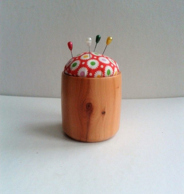 Yew Handy Size Pin Cushion  548 £5.50