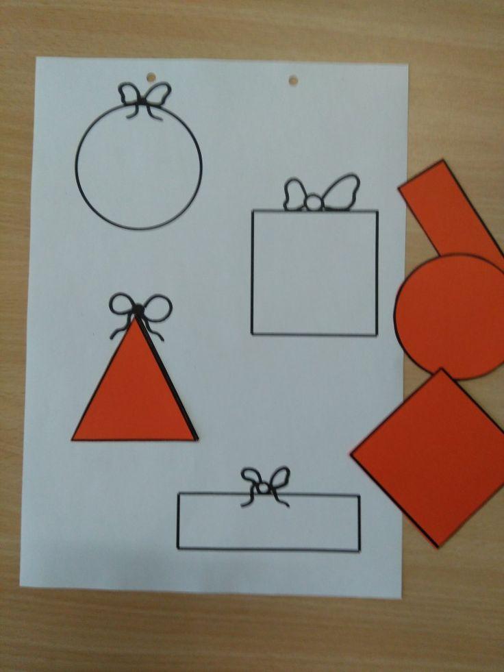 Werkblad zoek het juiste cadeau, oefening op vormen. Nog leuker als de figuren van cadeaupapier gemaakt zijn *liestr*