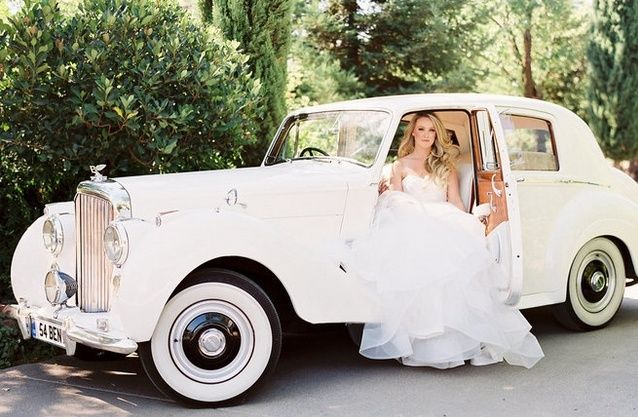 Check Our Latest Selection Of The Most Famous Royal Wedding Cars Ever There Are Many Things To Consider When In 2020 Vintage Car Wedding Wedding Car Wedding Car Hire