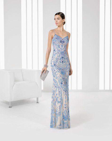Vestido comprido com brilhantes e transparência. Disponível em vermelho/preto, azul/cor de pela, preto/cor de pele, azul-marinho/cor de pele.