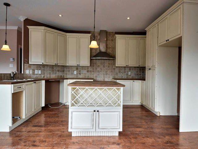 j 39 aimerais changer les comptoirs et le dosseret de cuisine pour donner un look plus actuel si. Black Bedroom Furniture Sets. Home Design Ideas