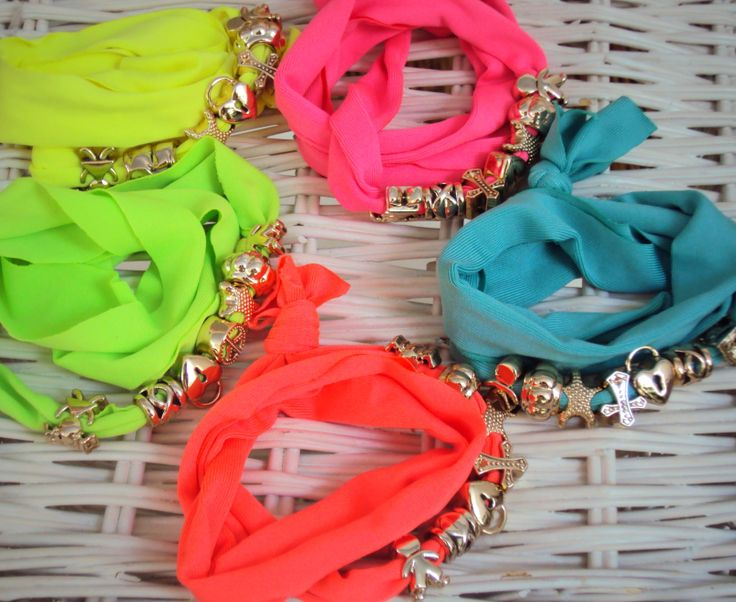 COT-04 Βραχιόλι απο ελαστικό μακό με μεταλλικά στοιχεία το οποίο μπορεί να φορεθεί και σαν λαστιχάκι! Το απαραίτητο αξεσουάρ για όλες τις ώρες!!! Διαθέσιμο σε πετρόλ,πράσινο φλούο,κίτρινο φλούο, φούξια φλούο και κοραλλί. Τιμή: 5,90 #lastixaki #band #wristband #hairband #accessories #blingbyMV #colors #fluo #summer #beach #style #metal #coral #petrol #yellow #green #summer #fashion