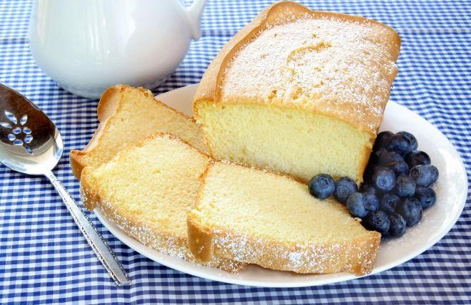 """750g vous propose la recette """"Gâteau moelleux au yaourt sans oeuf"""" publiée par…"""