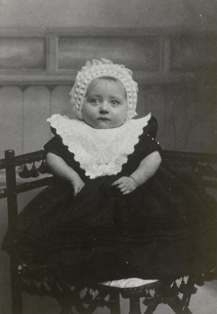 Meisje in streekdracht Kampen, ca 1910 #Overijssel #Kampen #nieuwedracht