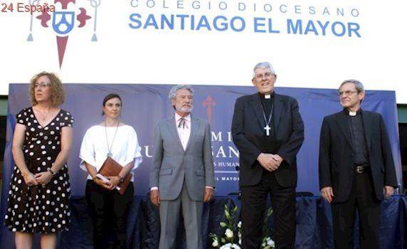 Luis del Val, galardonado por el colegio Santiago el Mayor de Toledo