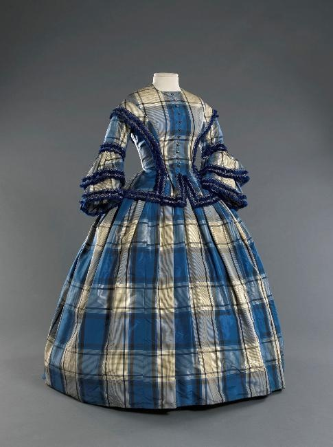 1855 Plaid dress. Musée de la Mode de la Ville de Paris