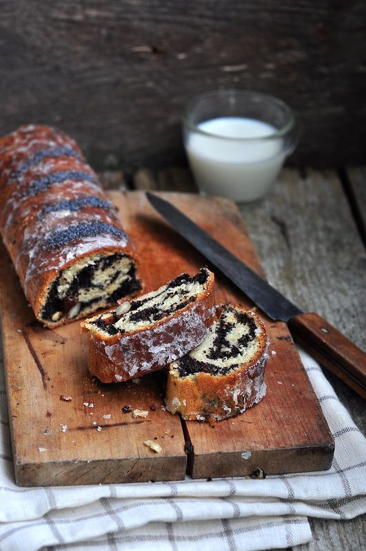 """something sweet to a cup of coffee - Polish poppy seed roll, FM """"progressive"""" and a little behind-the-scenes"""