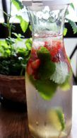 Receita de Água Aromatizada com Morango, Gengibre, Menta e Limão