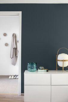 Hvit vegg Lady Balance matt  7236 Chi og blå vegg Lady Balance matt 5180 Oslo - Krediteres: Jotun