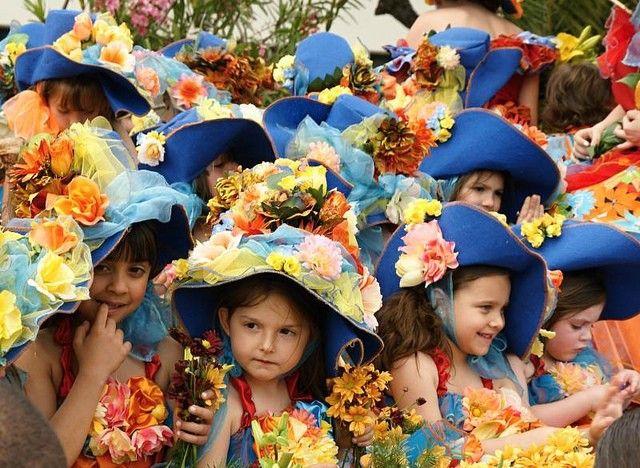 ポルトガルにあるヨーロッパで人気のリゾート地「マデイラ諸島」ってご存知でしたか?日本ではまだあまり有名ではないかも。マデイラ島は一年中春の暖かい気候で、年中いろいろなお祭りが開催されているとか!自然を楽しめるアクティビティも充実している上に名産ワインも楽しめちゃうなんて贅沢~!よくばりなあなたにオススメなリゾートです♪