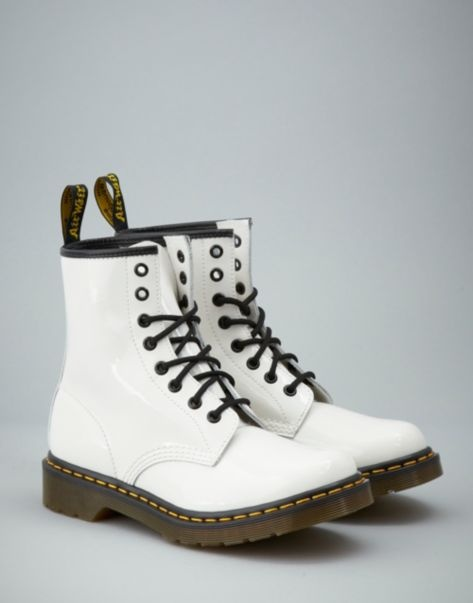 BANK Fashion - DR. MARTENSMC 1460 Patent Boots  TIS A SIN TO BE THIS CHEAP AS DOC MARTENS