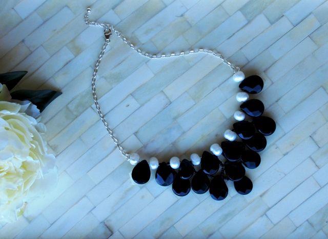 Elegante collar de perlas y onix montado en plata de Mil Onzas Joyas. #joyas #moda #gemas #milonzas