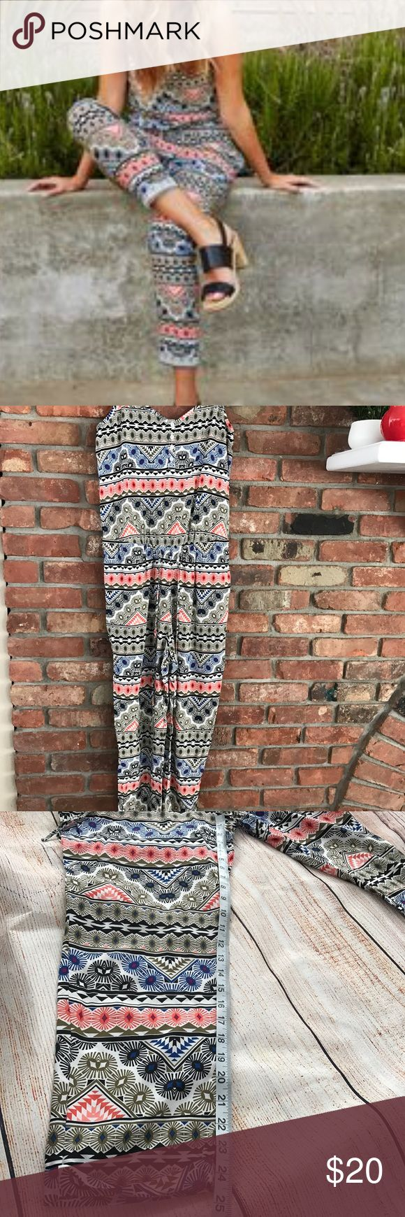 Old Navy Aztec Jumpsuit romper pants size small Beautiful jump suit with elastic waistband and adjustable arm/shoulder straps. Smoke free environment. In excellent used condition. Old Navy Pants Jumpsuits & Rompers