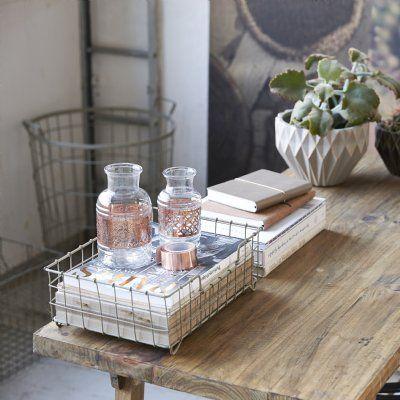 Urläcker glasflaska med vackert kopparband runt om. Fin att ha som vas till blomster eller t.ex en fjäder.