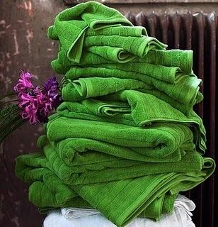 Shamrock green towels: summertime delight.
