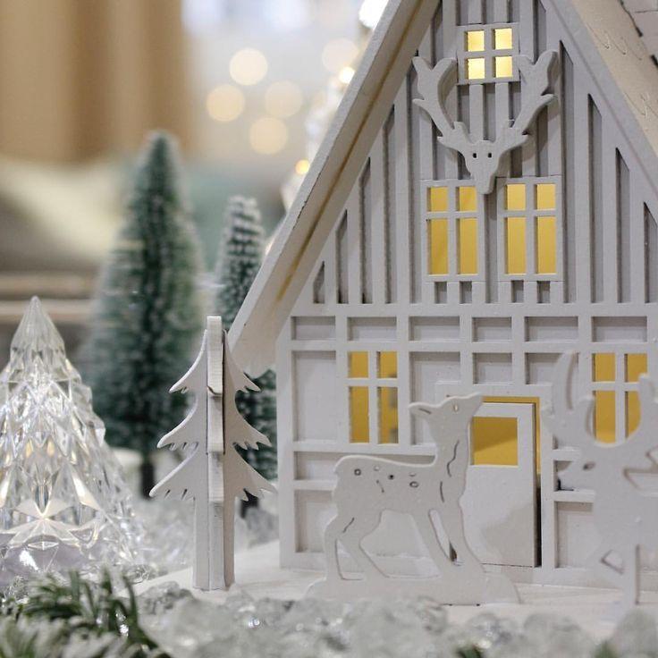 """52 kedvelés, 1 hozzászólás – Brigitte (@brigitte.blog) Instagram-hozzászólása: """"Where magic happens...✨. . . . #magical #csoda #csodaország #christmasvillage #diy #adventwreath…"""""""