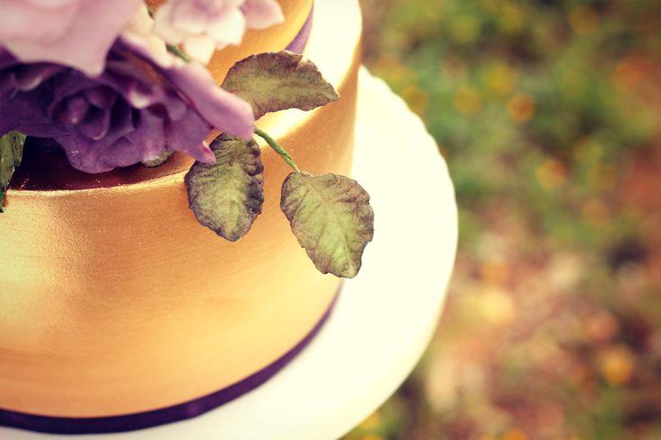 Provence Wedding Cake floral detail  #cake #weddingcake #ledouxcollage #fondant #vintagewedding #sugarflower #sugarcraft  Contact Us ledouxcollage@gmail.com www.facebook.com/ledouxcollage
